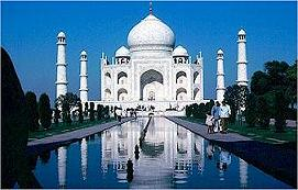 Buety of Taj in Moon Light